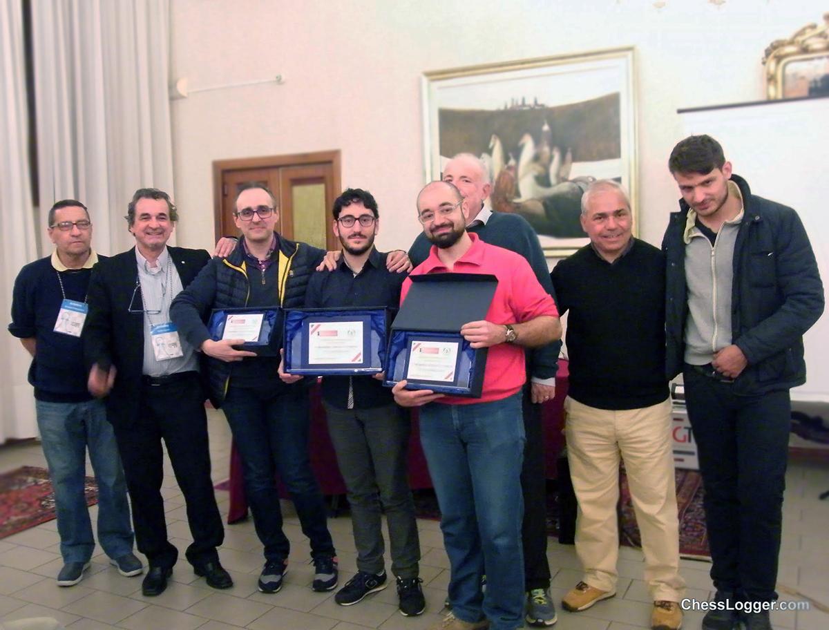 Da sinistra : l'arbitro Carlo Vella, il vincitore Maestro Gaetano Grasso, il Delegato Provinciale CT Vincenzo Intraguglielmo ed il Consigliere Regionale Giuseppe Battaglia